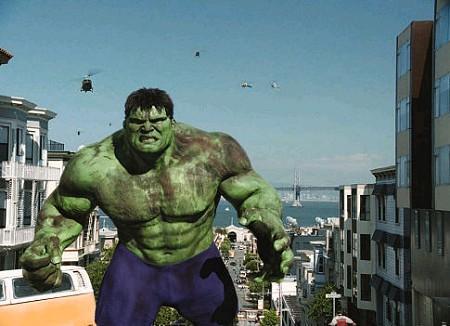 Hulk esmaga homenzinho