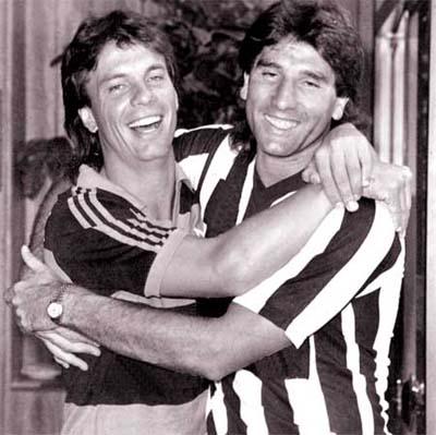 Renato comemora título de 92 com um amiguinho