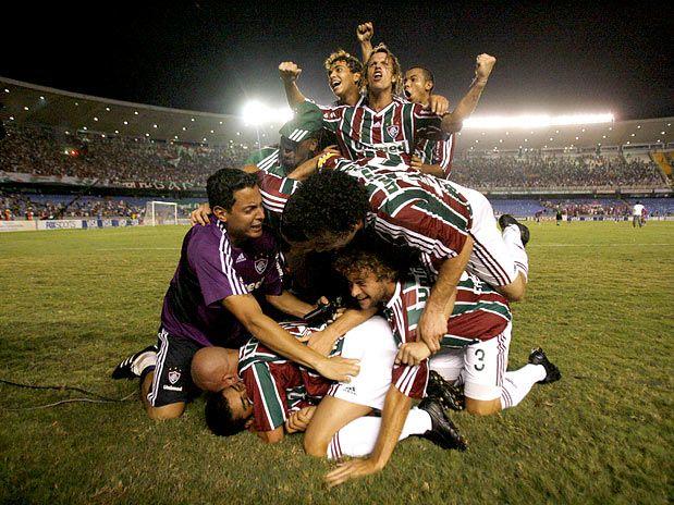 Búlgaros comemoram classificação tricolor