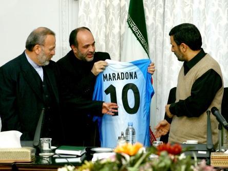 09 Ahmadinejad Maradona